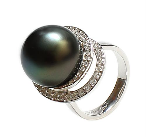 Tahitian Pearl and diamonds Ring