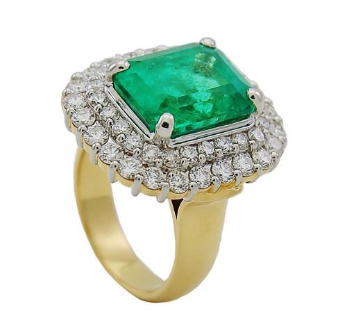 Rectangular Emerald and diamonds Ring